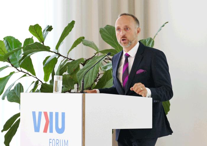 KBV-Vorstandsmitglied Dr. Stephan Hofmeister am Podium