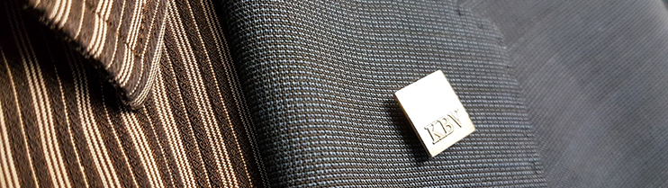 Anzug mit KBV-Anstecker
