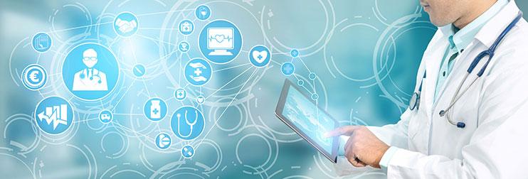 Illustration mit Symbolen digitaler Anwendungen und Arzt mit Tablet-PC