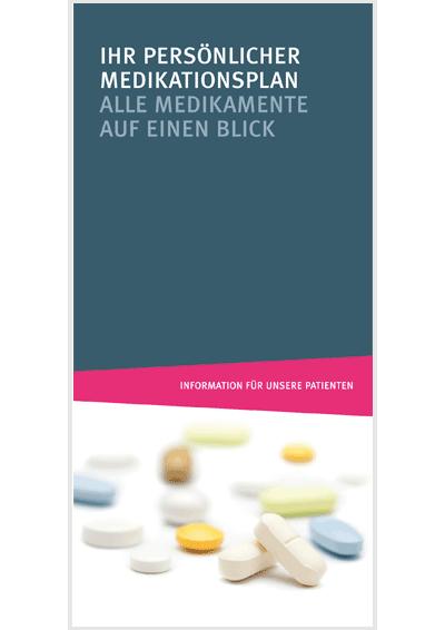 """Verstreut liegende Tabletten in verschiedenen Farben, Farbfläche mit folgendem Text: """"Ihr persönlicher Medikationsplan. Alle Medikamente auf einen Blick, Information für unsere Patienten"""""""