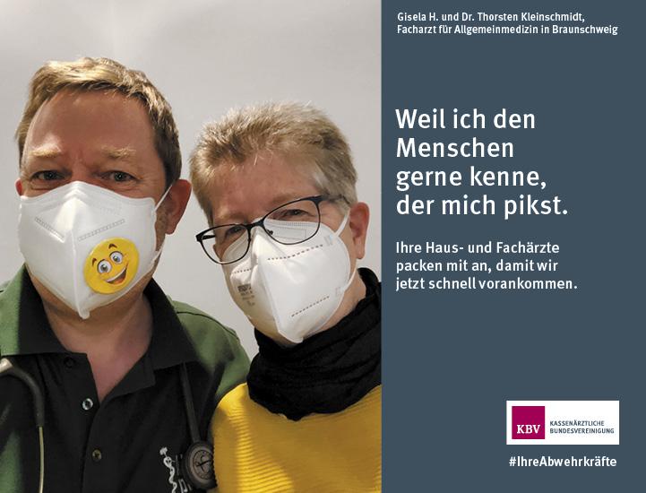 Gisela H. und Dr. Thorsten Kleinschmidt, Facharzt für Allgemeinmedizin in Braunschweig. Weil ich den Menschen gerne kenne, der mich pikst.  Ihre Haus- und Fachärzte packen mit an, damit wir jetzt schnell vorankommen.