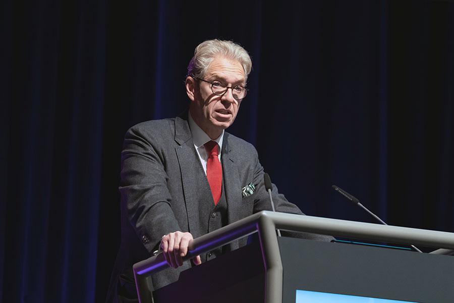 KBV-Chef Dr. Gassen bei seiner Rede auf der Vertreterversammlung in Berlin @Lopata/axentis.de