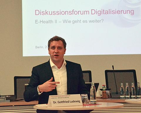 """Dr. Gottfried Ludewig, Leiter der Abteilung für Digitalisierung im Bundesgesundheitsministerium: """"Es ist nach 15 Jahren an der Zeit, dass etwas von der Telematik beim Versicherten ankommt."""" Foto: KBV/Sarah Weckerling"""