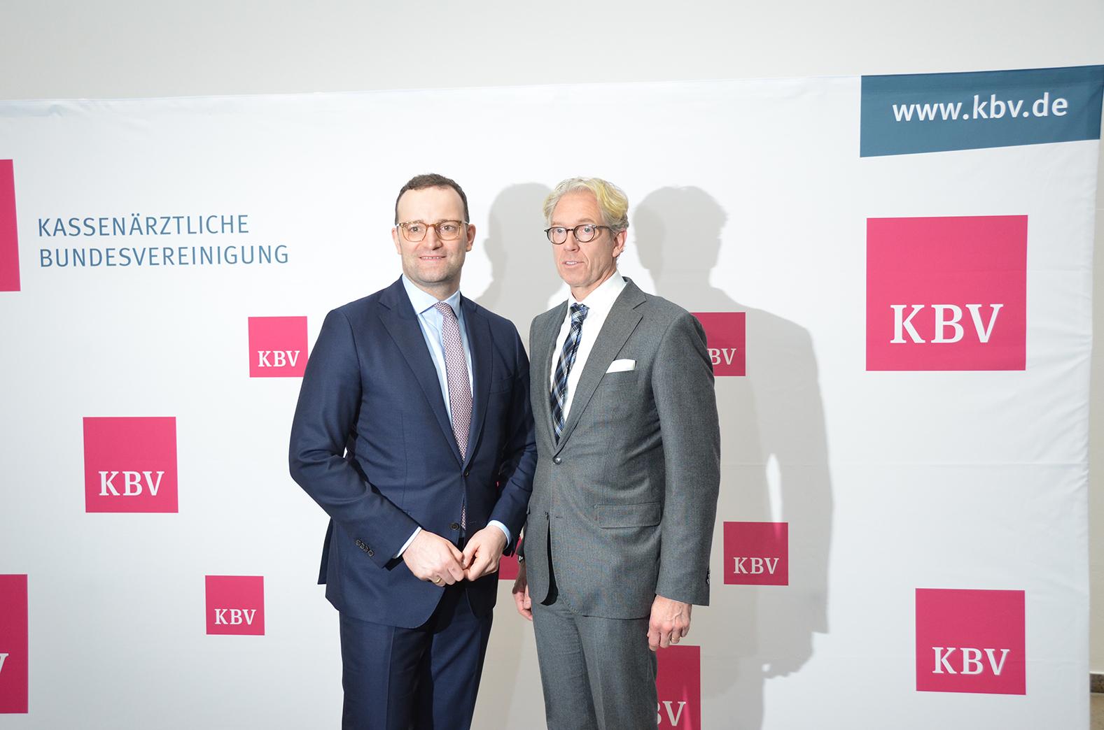 Bundesgesundheitsminister Jens Spahn und KBV-Vorstandsvorsitzender Dr. Andreas Gassen auf der Dialogveranstaltung. © KBV/Tabea Breidenbach