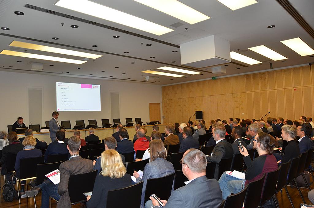 Interaktiv: Die Teilnehmer stimmen über eigene Kenntnisse und Nutzen der Digitalisierung ab.