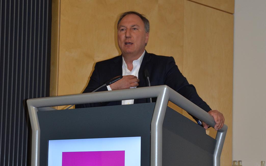 Prof. Dr. med. Jörg Debatin referiert über die digitale Zukunft der Medizin.