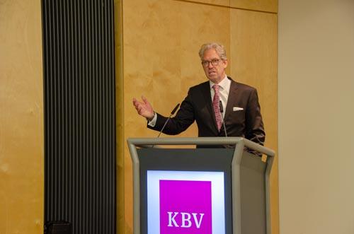 """KBV-Chef Dr. Andreas Gassen: """"Wir haben keine Ambitionen, die fachliche  Leitung über Schockräume zu übernehmen."""" © KBV/Tom Funke"""