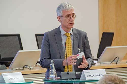 """Prof. André Gries von DIVI sagte: """"Die genaue Struktur der INZ wird im Gesetzentwurf unterschiedlich, teils widersprüchlich beschrieben. Hier muss dringend nachgeschärft werden.""""  © KBV/Tom Funke"""