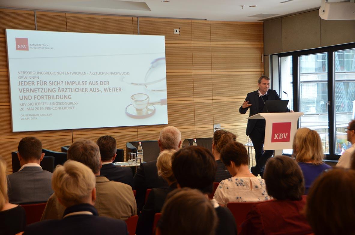 Auf der Pre-Conference am Montag ging es um die Vernetzung ärztlicher Aus-, Weiter- und Fortbildung. © KBV/Tabea Breidenbach
