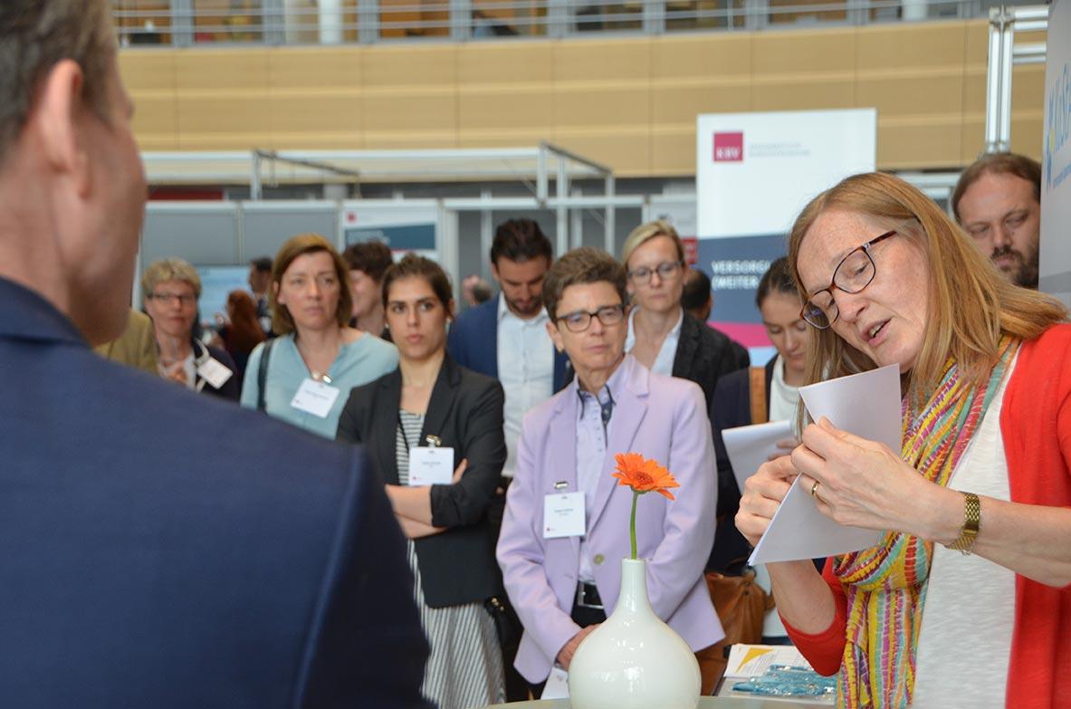 Die Aussteller präsentierten interessierten Besuchern ihre Projekte. © KBV/Tabea Breidenbach