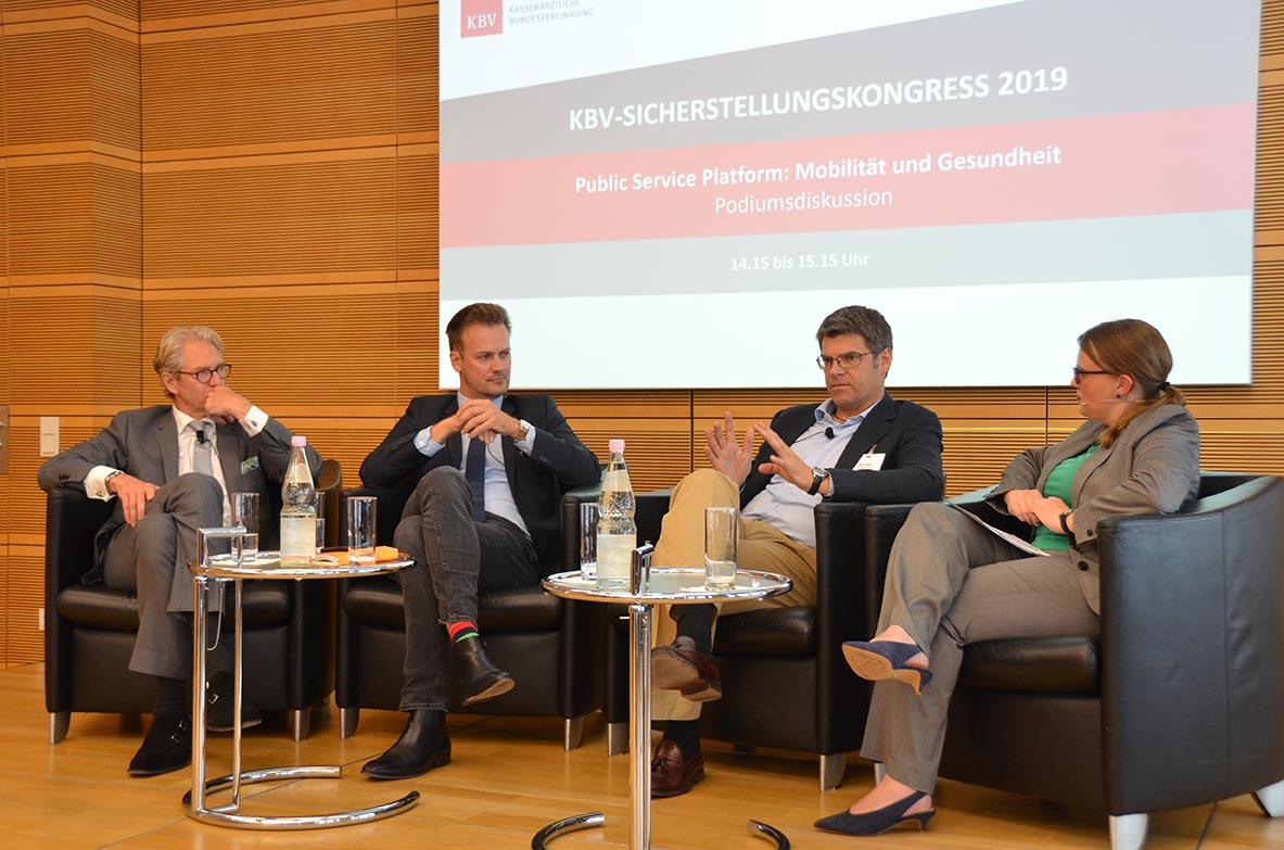 """In der Podiumsdiskussion ging es um das Thema """"Public Service Platform: Mobilität und Gesundheit"""". © KBV/Tabea Breidenbach"""