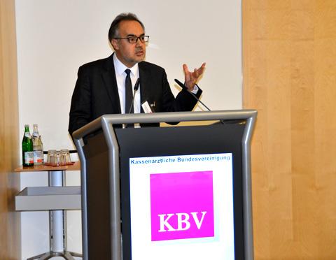 """Prof. Dr. Dr. med. Ilhan Ilkilic: """"Es gibt über 18 Mio. Menschen mit Migrationshintergrund in Deutschland. Das sind mehr als 20 Prozent der Bevölkerung."""" (Foto: KBV / Nicolas Ebert)"""