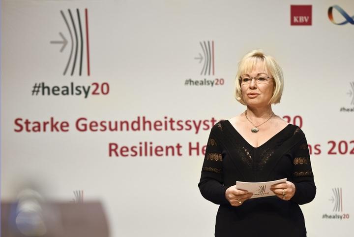 Die Vorsitzende der Vertreterversammlung Dr. Petra Reis-Berkowicz. Als Fachärztin für Allgemeinmedizin ist sie seit 1990 niedergelassen in Gefrees/Oberfranken. Foto: Andrea Katheder