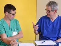 """Reportage """"Vier Augen sehen mehr: Ärzte lernen von Ärzten"""""""
